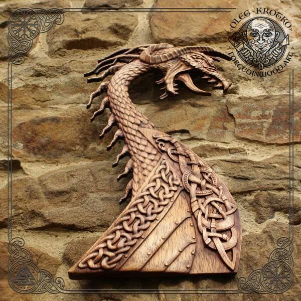 Drakar head carving