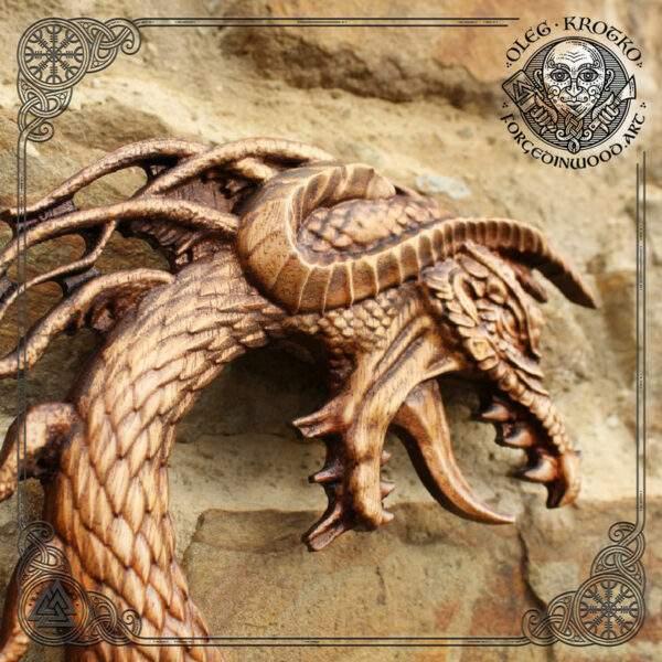 Drakar carvings