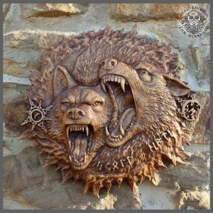 wolves wood carving