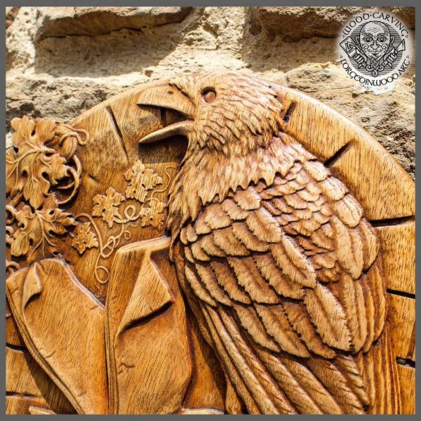 Round wood raven
