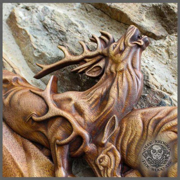 Animal carvings Rustic Living Room