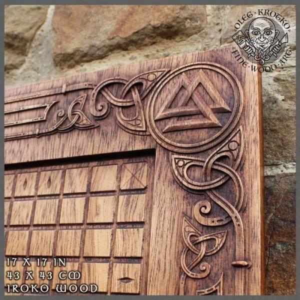 hnefatafl wood carver