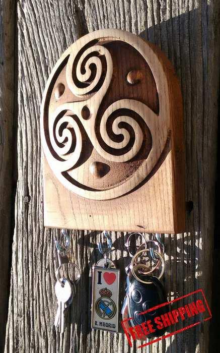 KEY HOLDER IN CELTIC wood carving