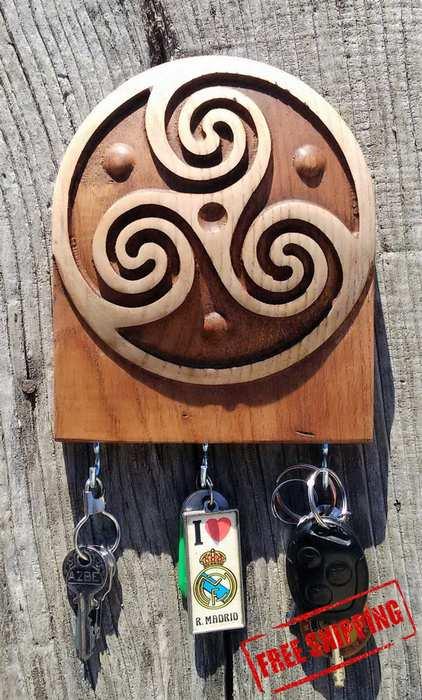 KEY HOLDER IN CELTIC wood carved