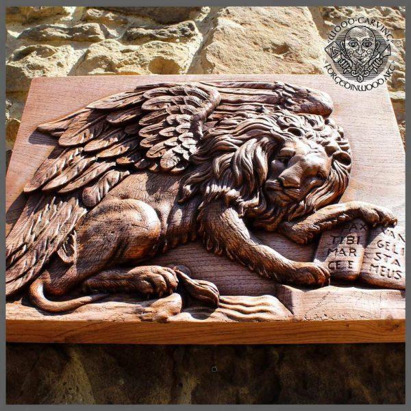 Lion carving art