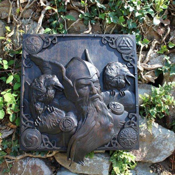 Odin and Ravens carving