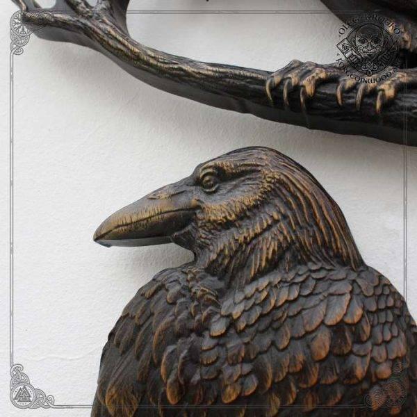 odin's ravens huginn and muninn carvings