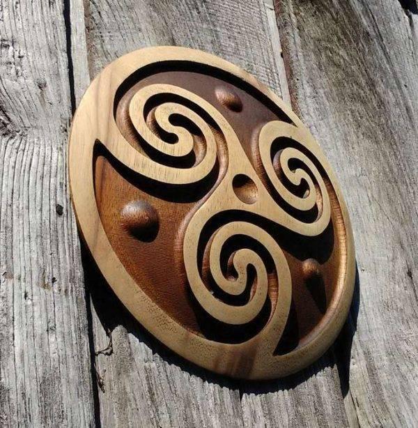 Trisquel carving handmade