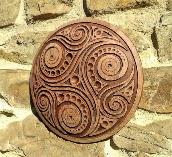 Trisquel wood carving