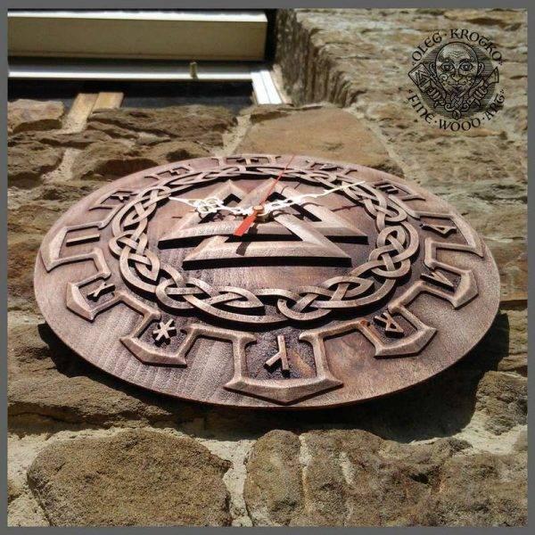 Walknut Clock wood carving