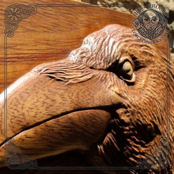 Animal art raven carving